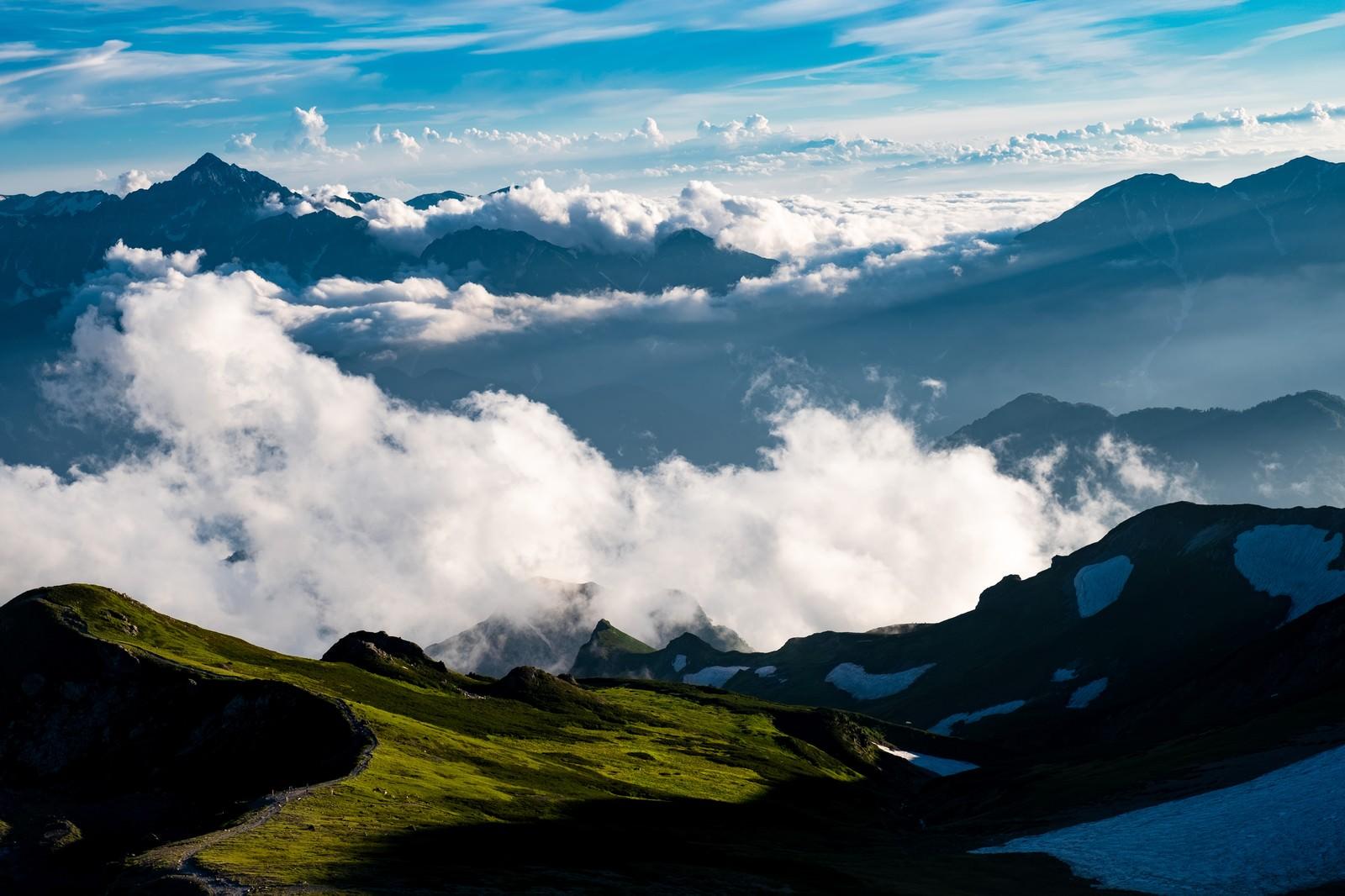 「雲海と白馬岳稜線と立山連峰」の写真
