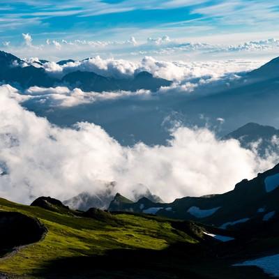 雲海と白馬岳稜線と立山連峰の写真