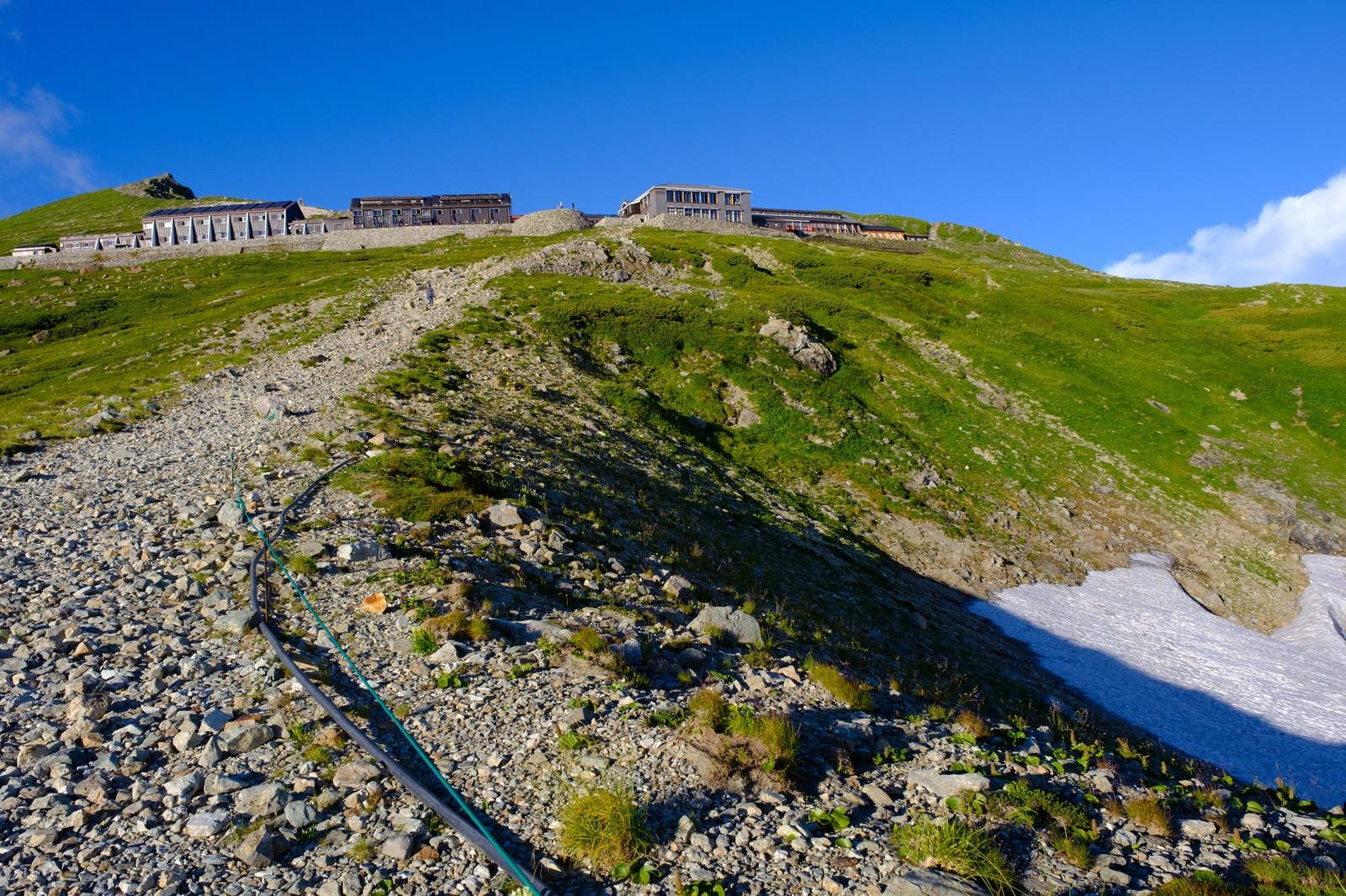 「白馬山荘へと続く登山道」の写真