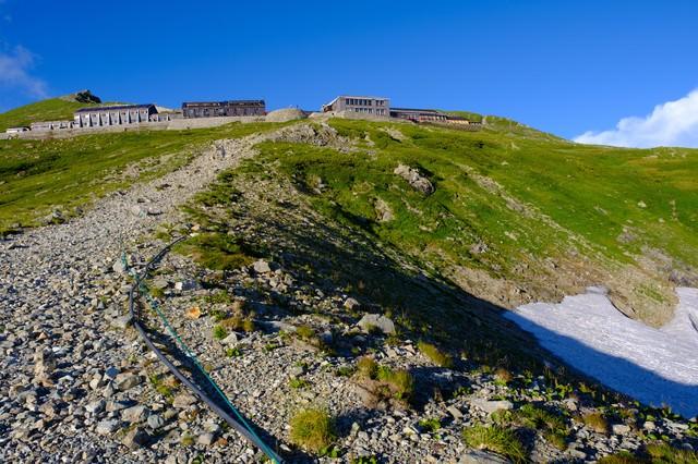 白馬山荘へと続く登山道の写真