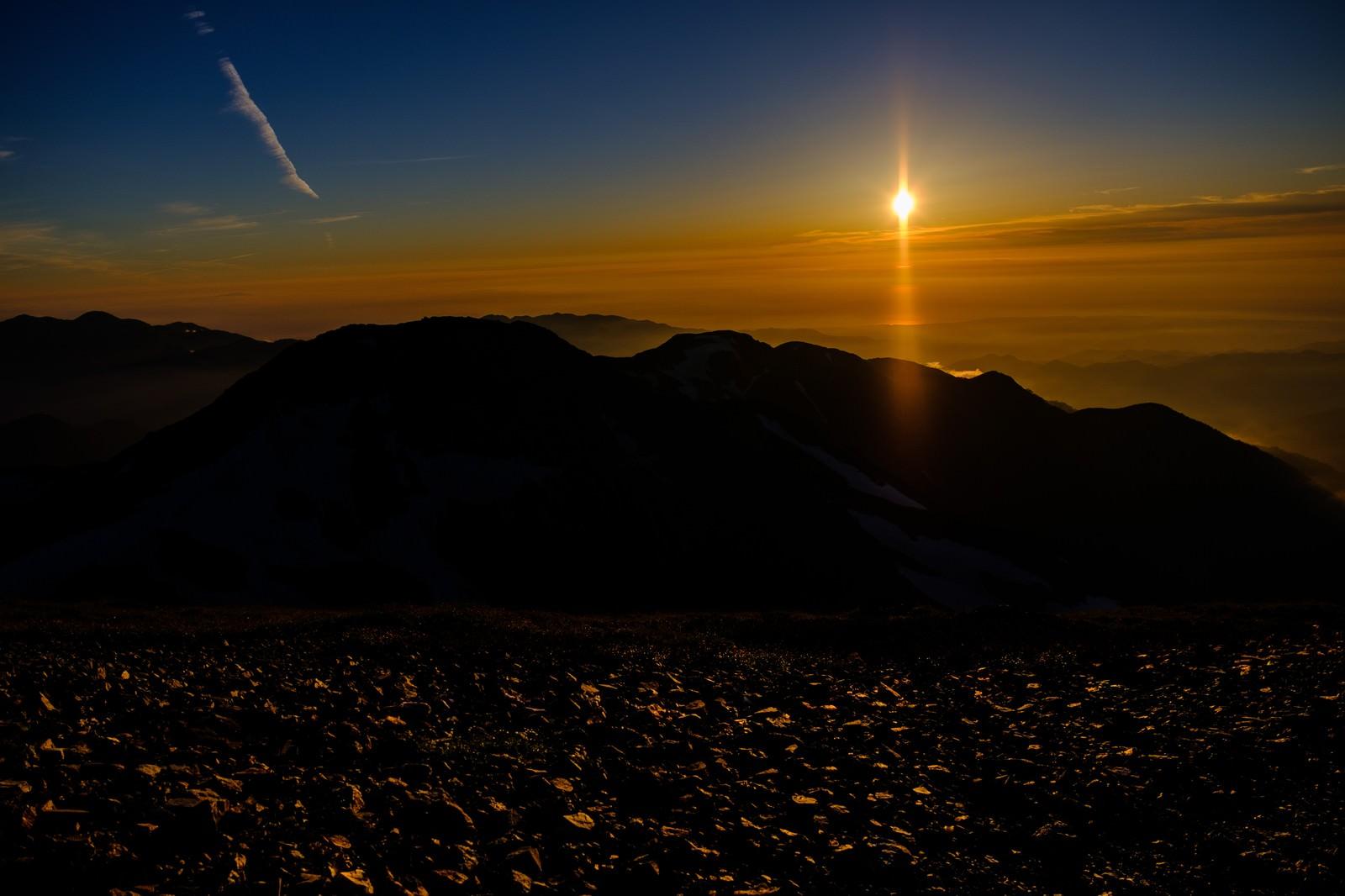 「夕日に照らされた登山道(白馬岳)」の写真
