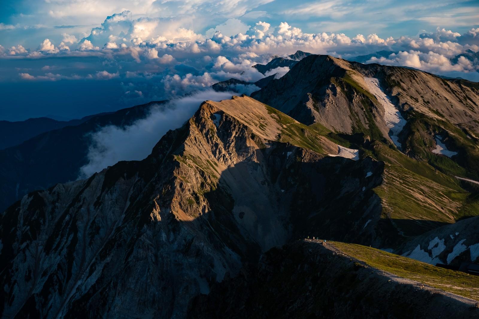 「夕暮れ間近の白馬連峰」の写真