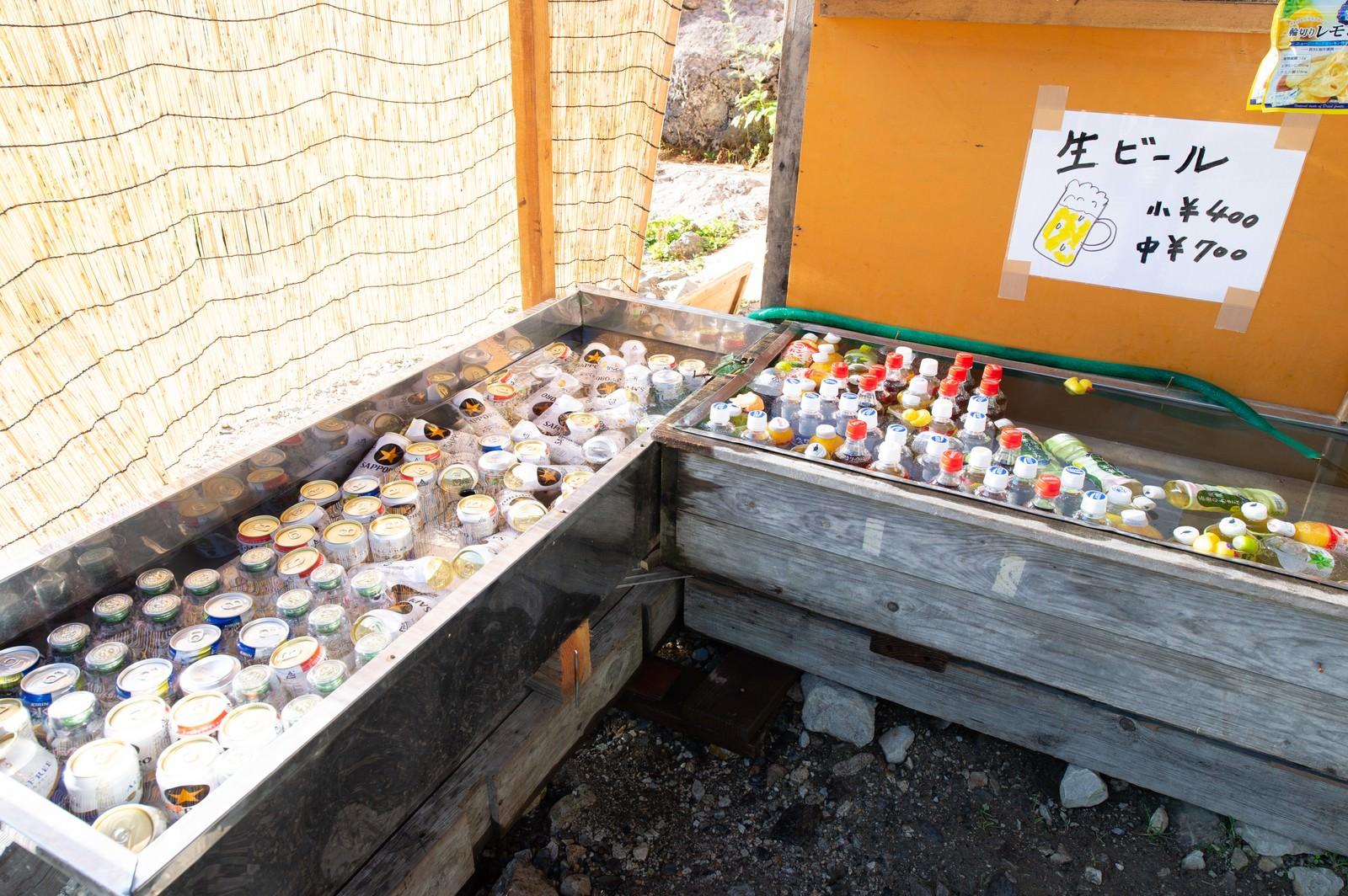 「白馬尻小屋で販売中のドリンク(白馬岳)」の写真
