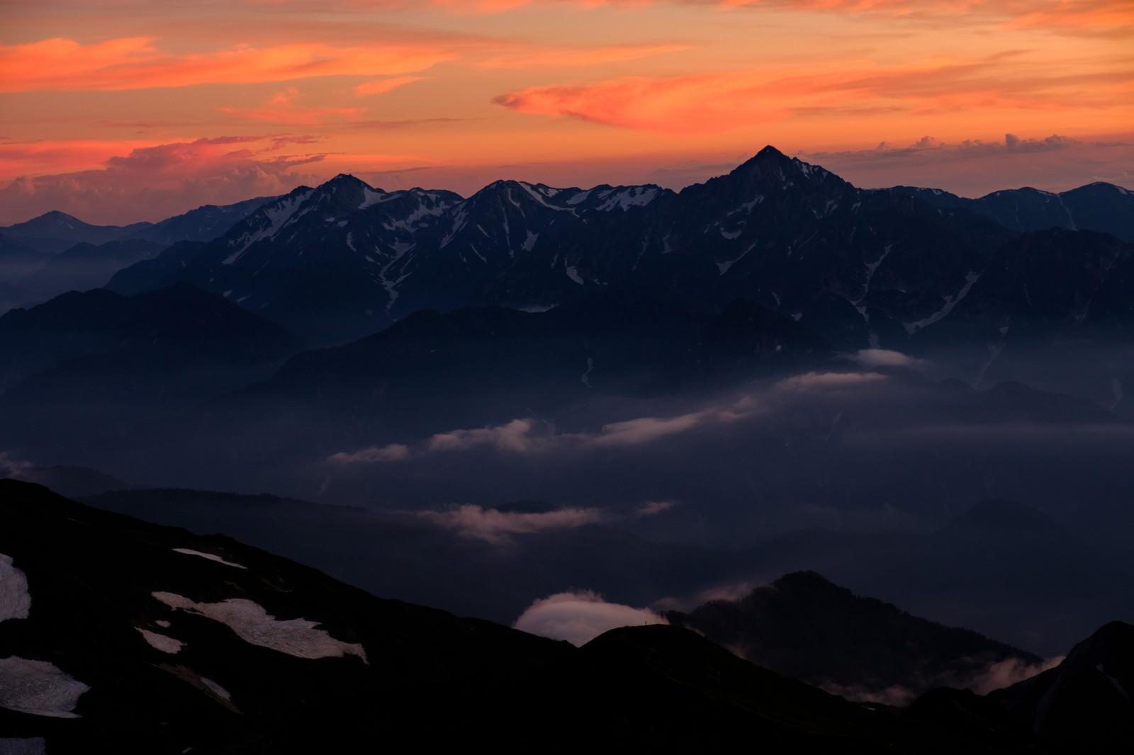 「白馬岳から望む夕日に染まる立山連峰」の写真