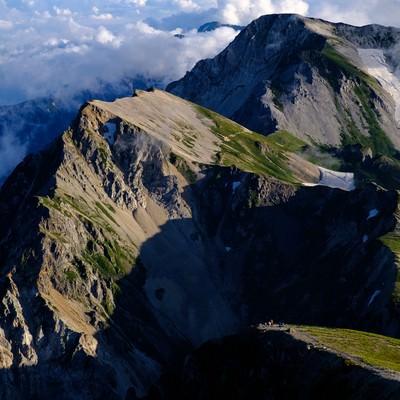 白馬岳から望む杓子岳と白馬鑓ヶ岳の写真