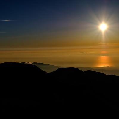 夕暮れと白馬岳のシルエットの写真