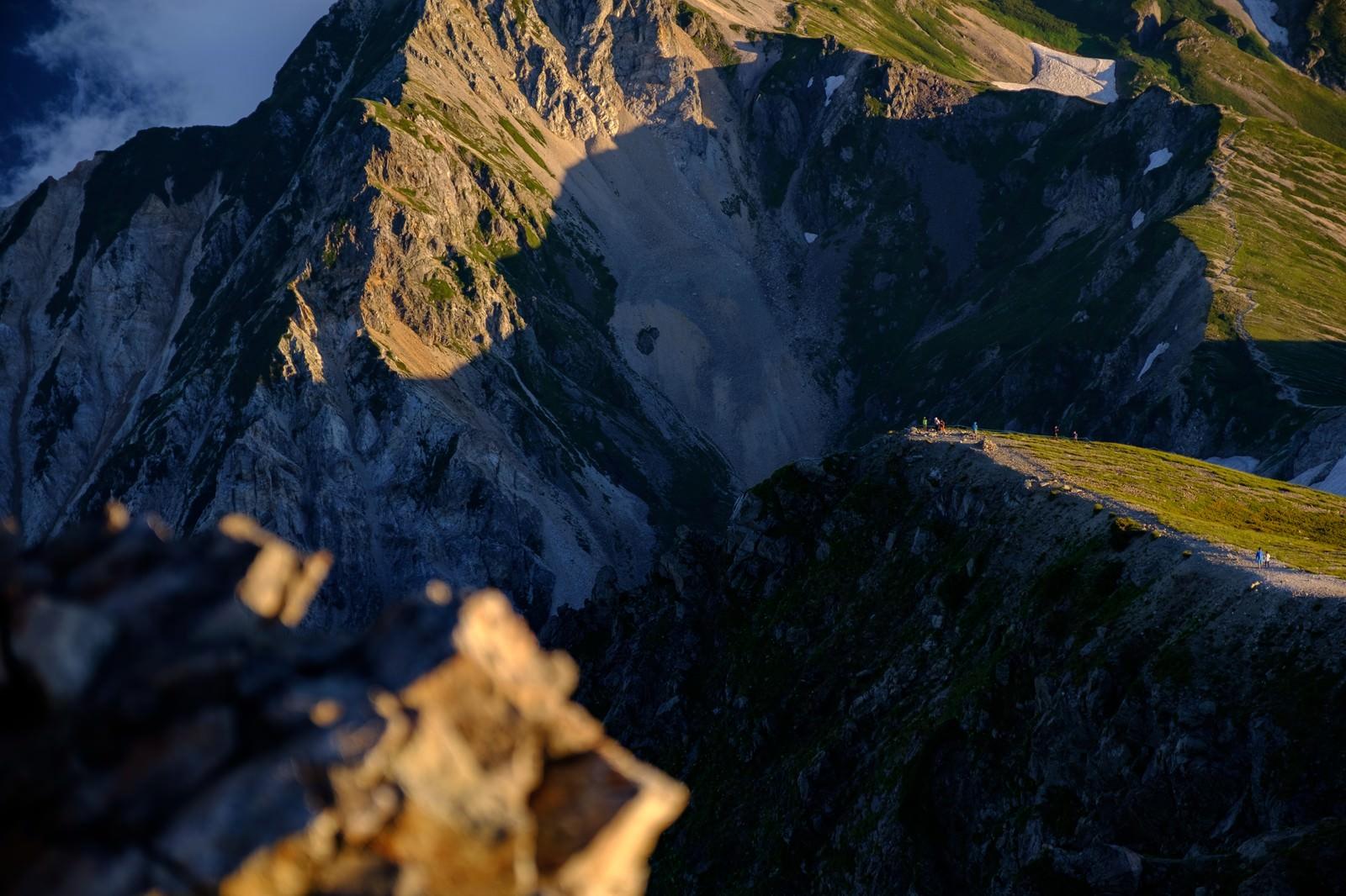 「雄大な白馬連峰と登山者達」の写真