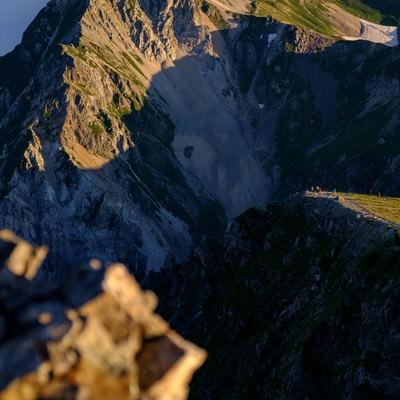 雄大な白馬連峰と登山者達の写真