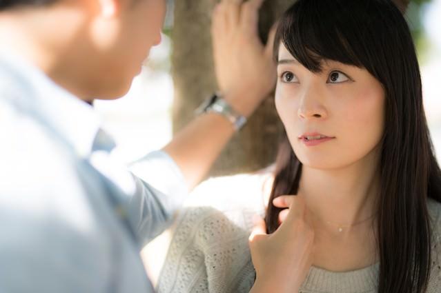彼からの突然の告白に戸惑う彼女の写真