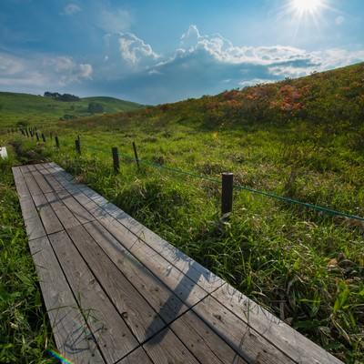 「夏の雲と車山高原」の写真素材