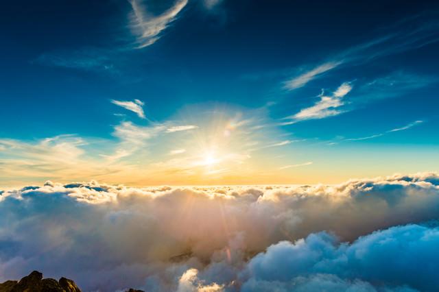 世界の始まりを感じるエターナルな夕日
