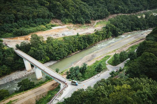 工事が着々とすすむ八ッ場ダムの様子の写真