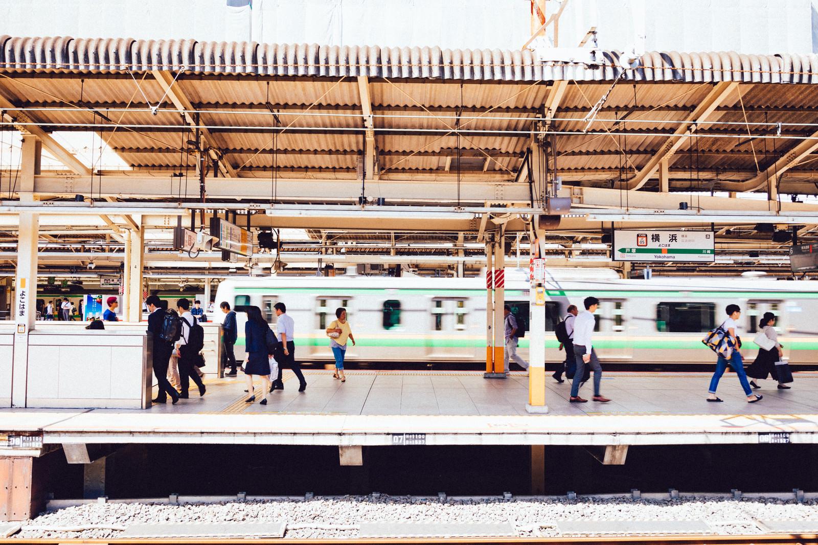 「横浜駅のホーム」の写真