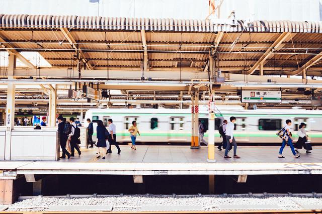 横浜駅のホームの写真