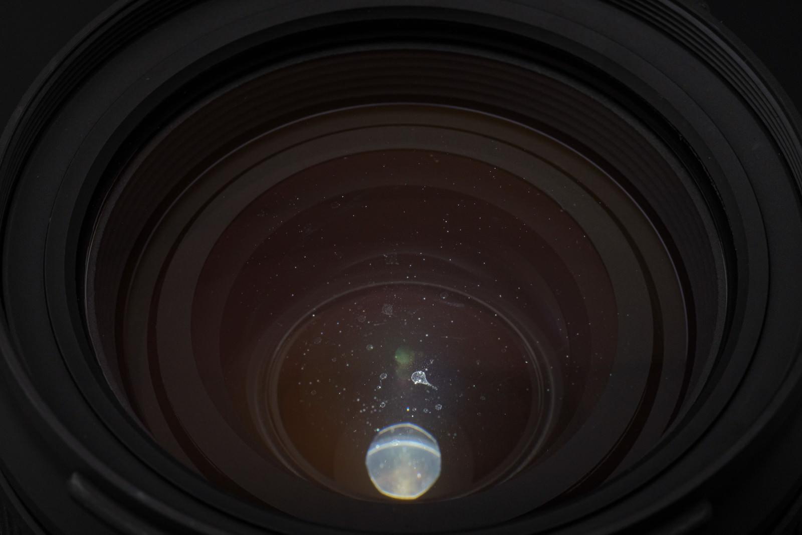 「レンズ内結露による水滴痕の様子」の写真