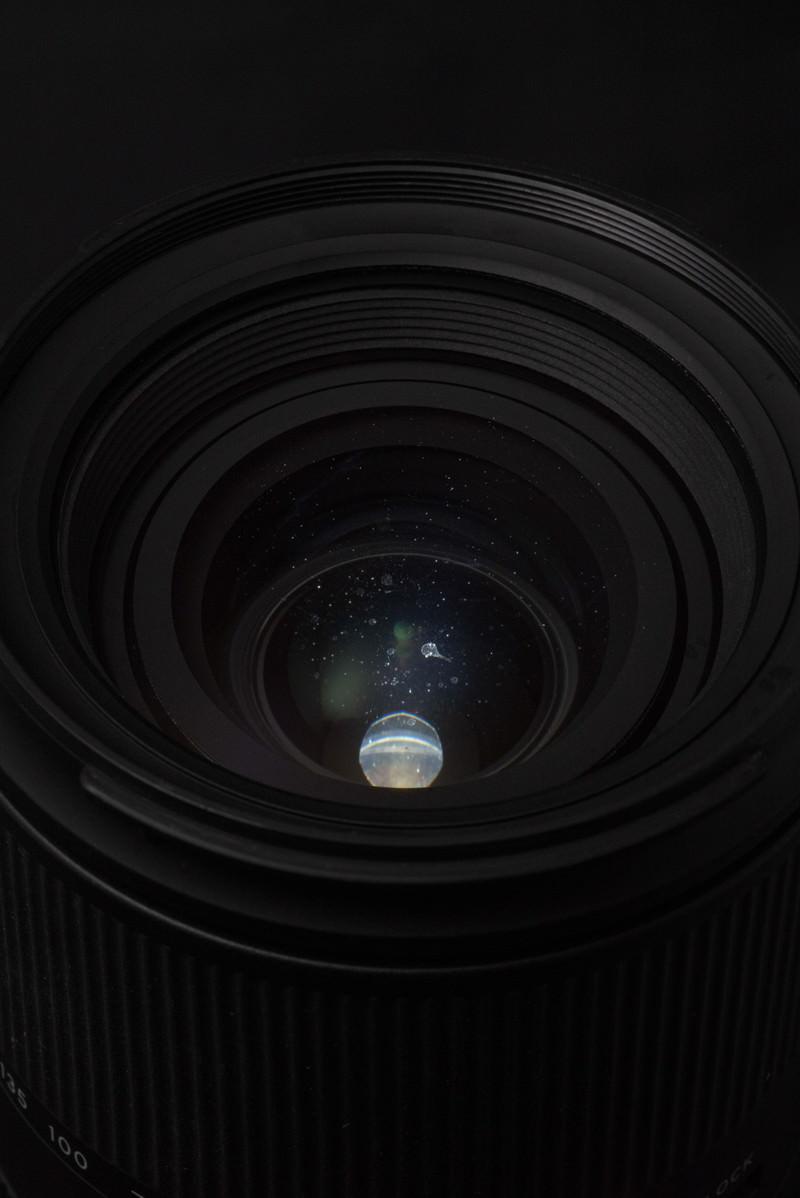 「カメラレンズ内に水滴の跡が残る」の写真