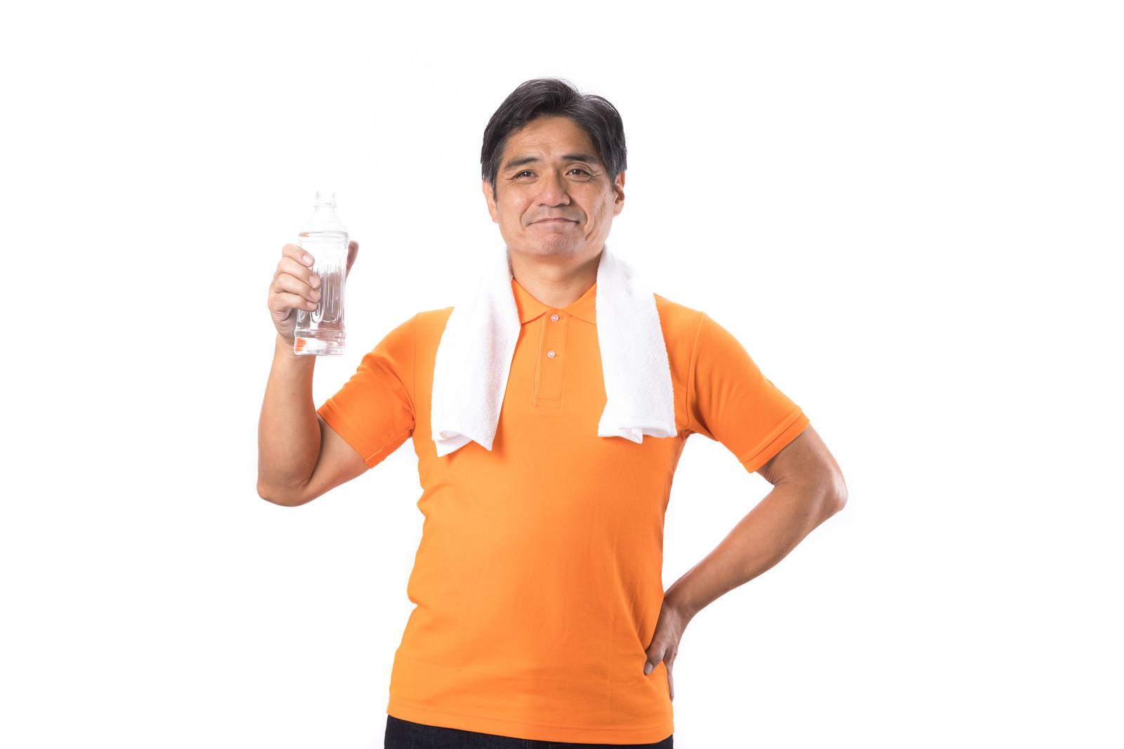 「水分補給を欠かさないパパ」の写真[モデル:よたか]
