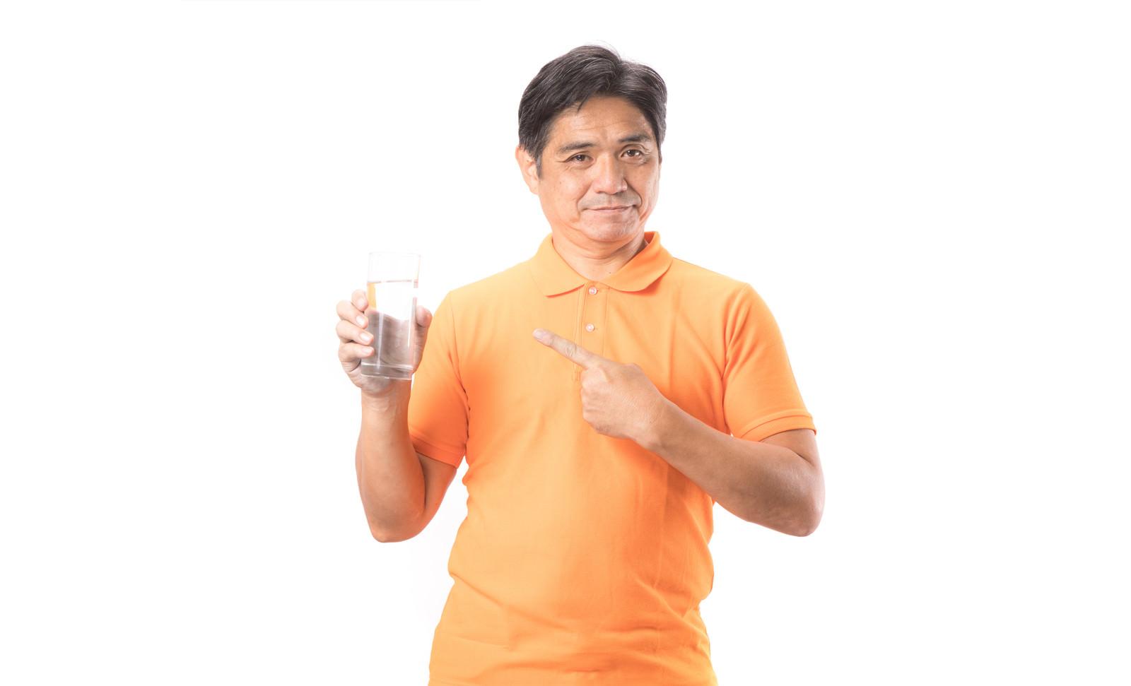 「効率的な水分補給をしましょう効率的な水分補給をしましょう」[モデル:よたか]のフリー写真素材を拡大