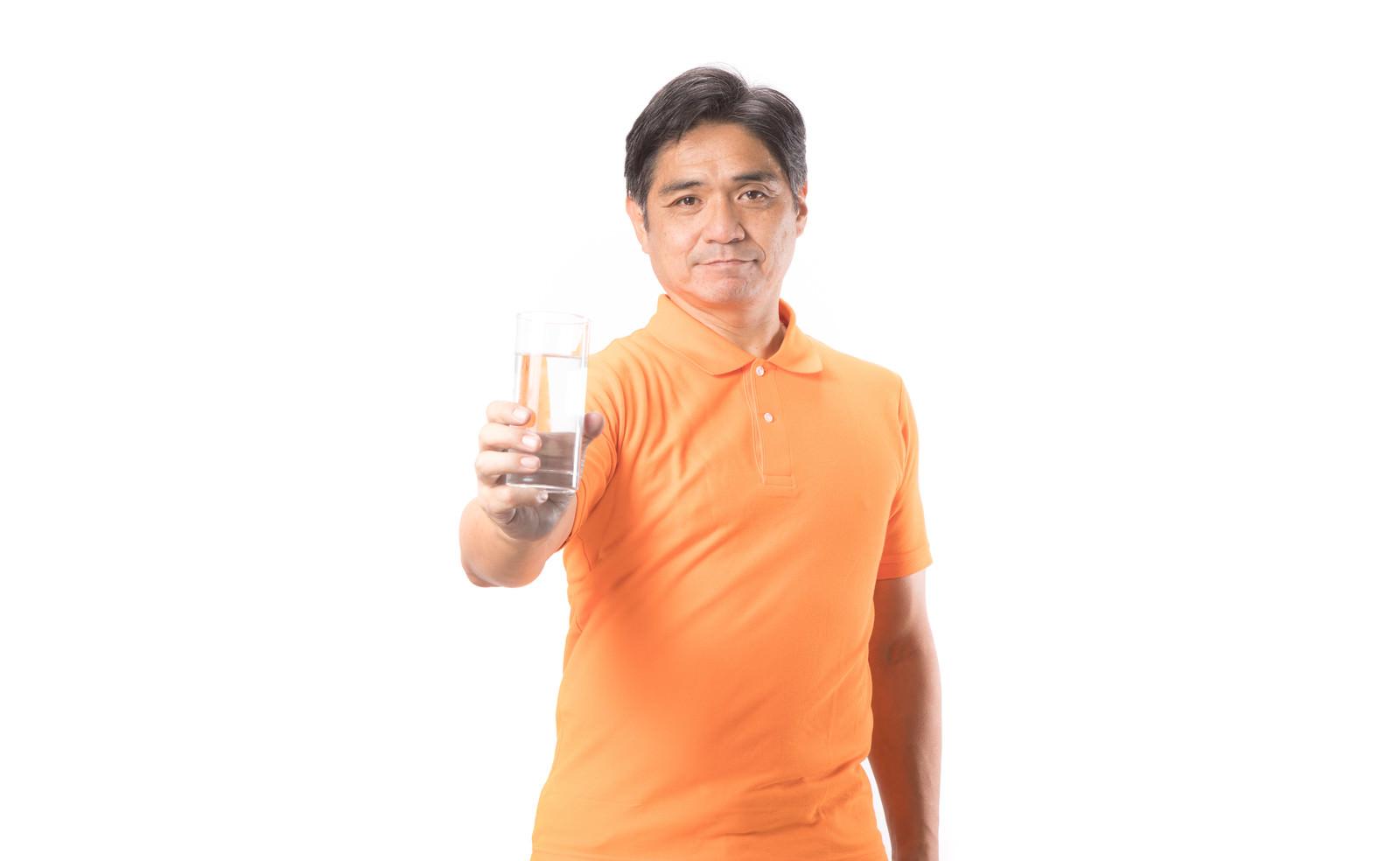 「健康のために水を飲もう!」の写真[モデル:よたか]