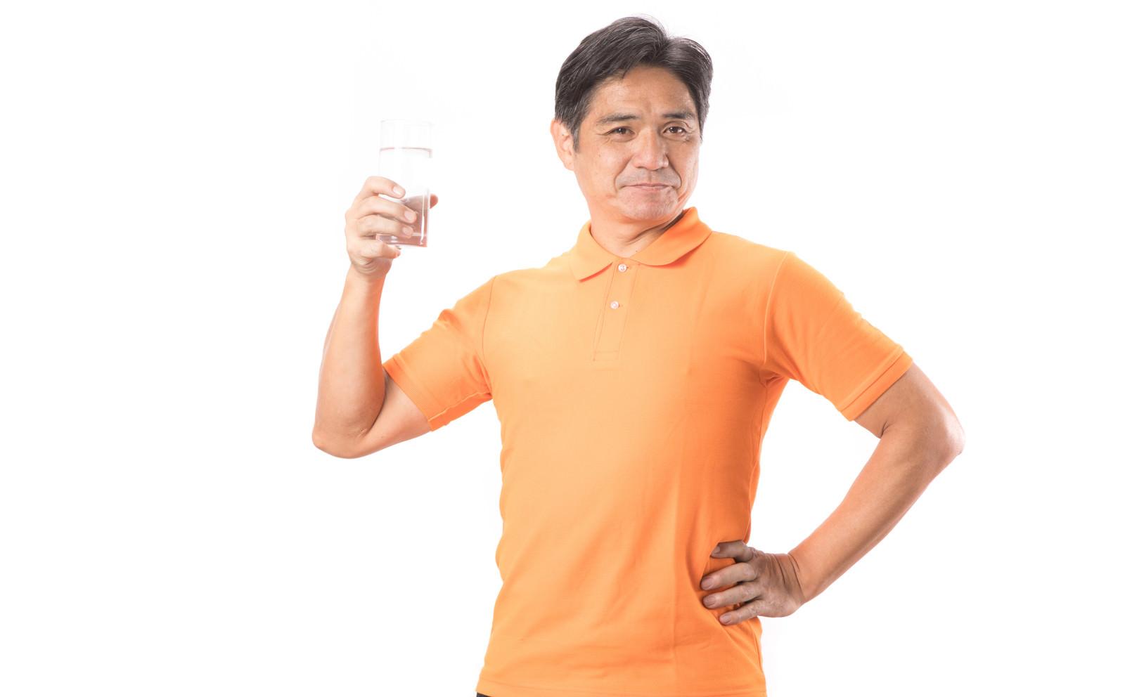 「水分補給で熱中症予防!」の写真[モデル:よたか]