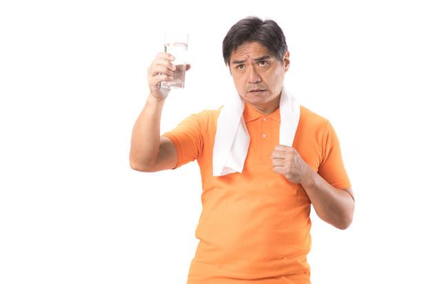 禁酒中につき運動後は決まって水のお父さんの写真