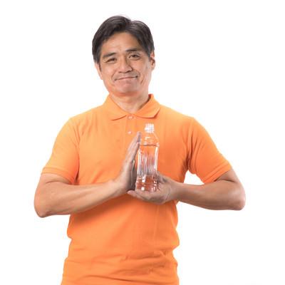 「熱中症対策にペットボトルを持ち歩こう」の写真素材