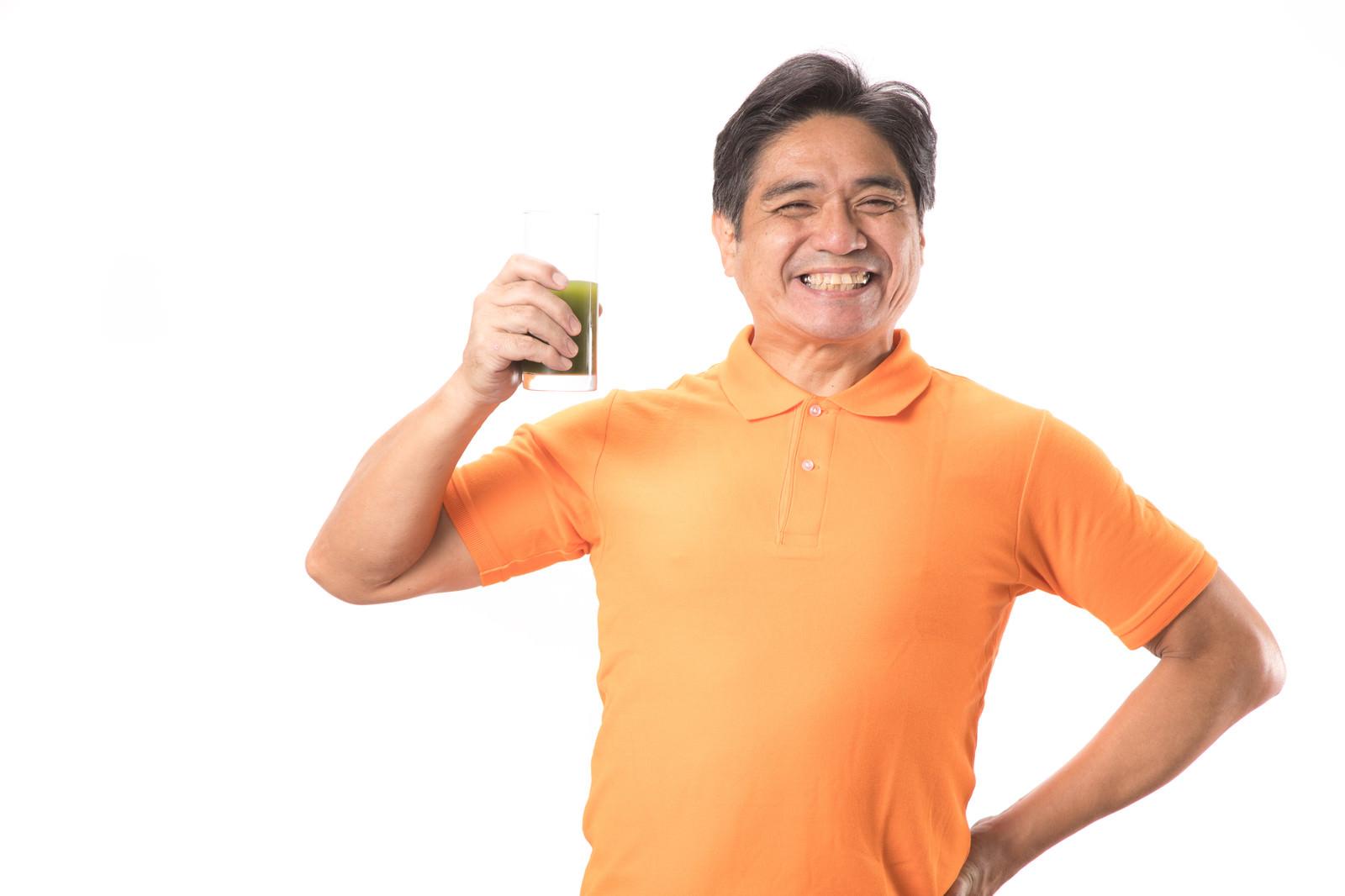 「青汁が大好きなスマイル父さん」の写真[モデル:よたか]