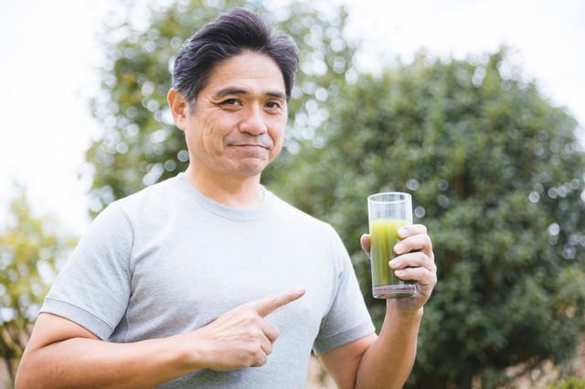 私は毎日この青汁一杯で健康を保っています系の写真