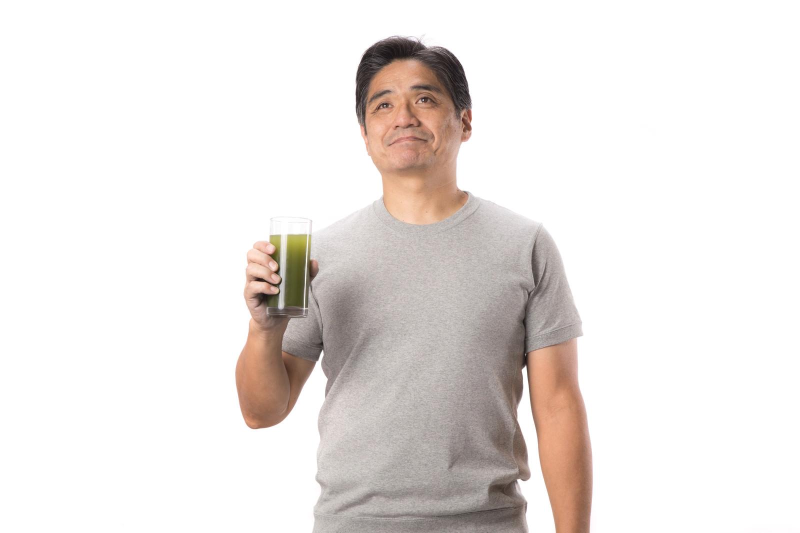 「青汁と父青汁と父」[モデル:よたか]のフリー写真素材を拡大