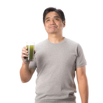 「青汁と父」の写真素材