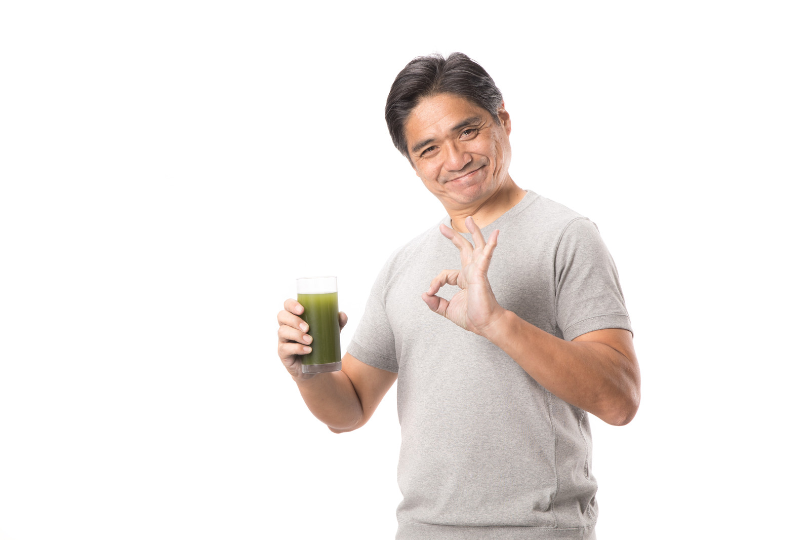 「青汁で体調もバッチリ!(中年男性)青汁で体調もバッチリ!(中年男性)」[モデル:よたか]のフリー写真素材を拡大
