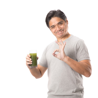 「青汁で体調もバッチリ!(中年男性)」の写真素材