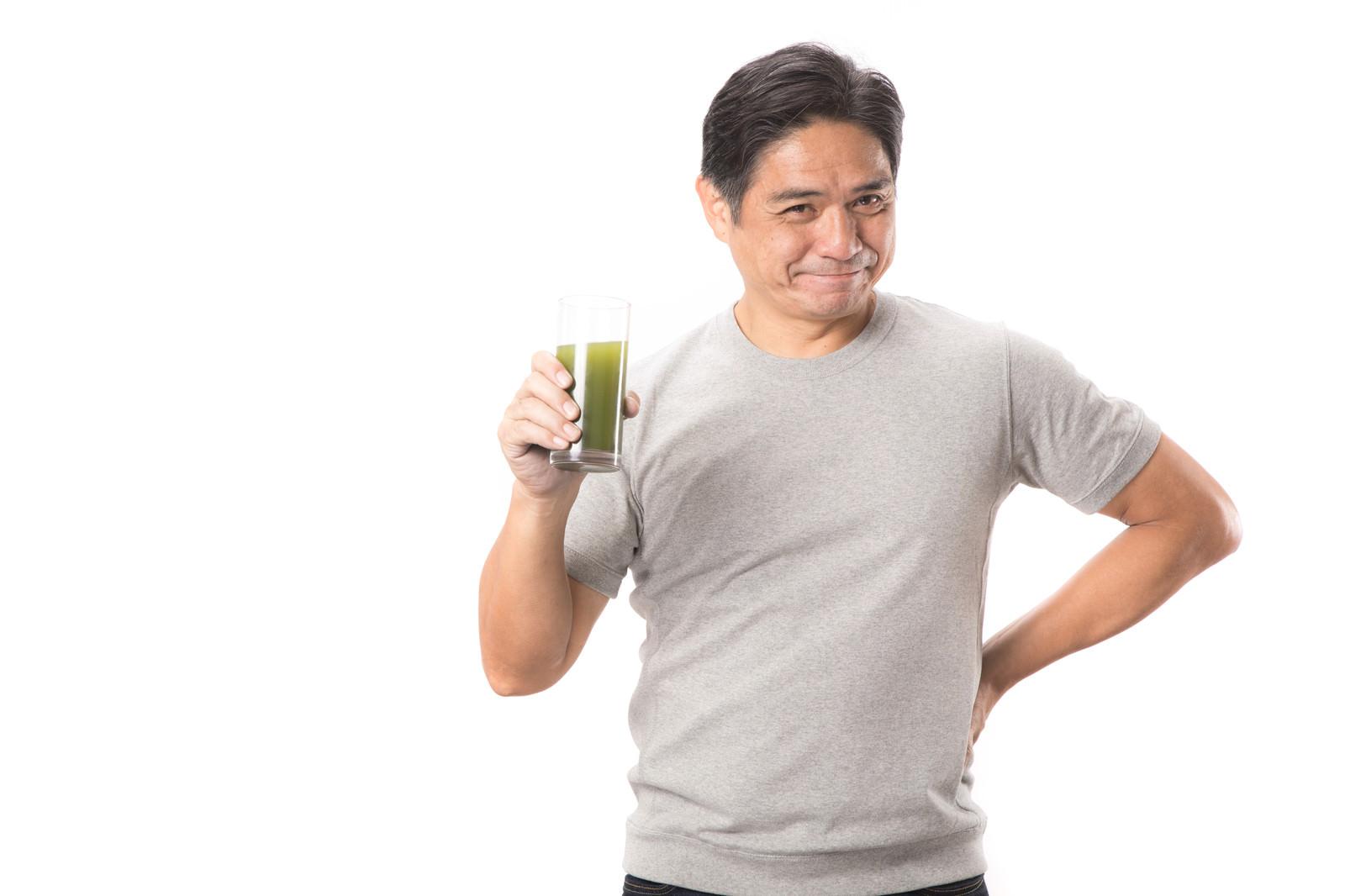「青汁が大好きな中年男性青汁が大好きな中年男性」[モデル:よたか]のフリー写真素材を拡大