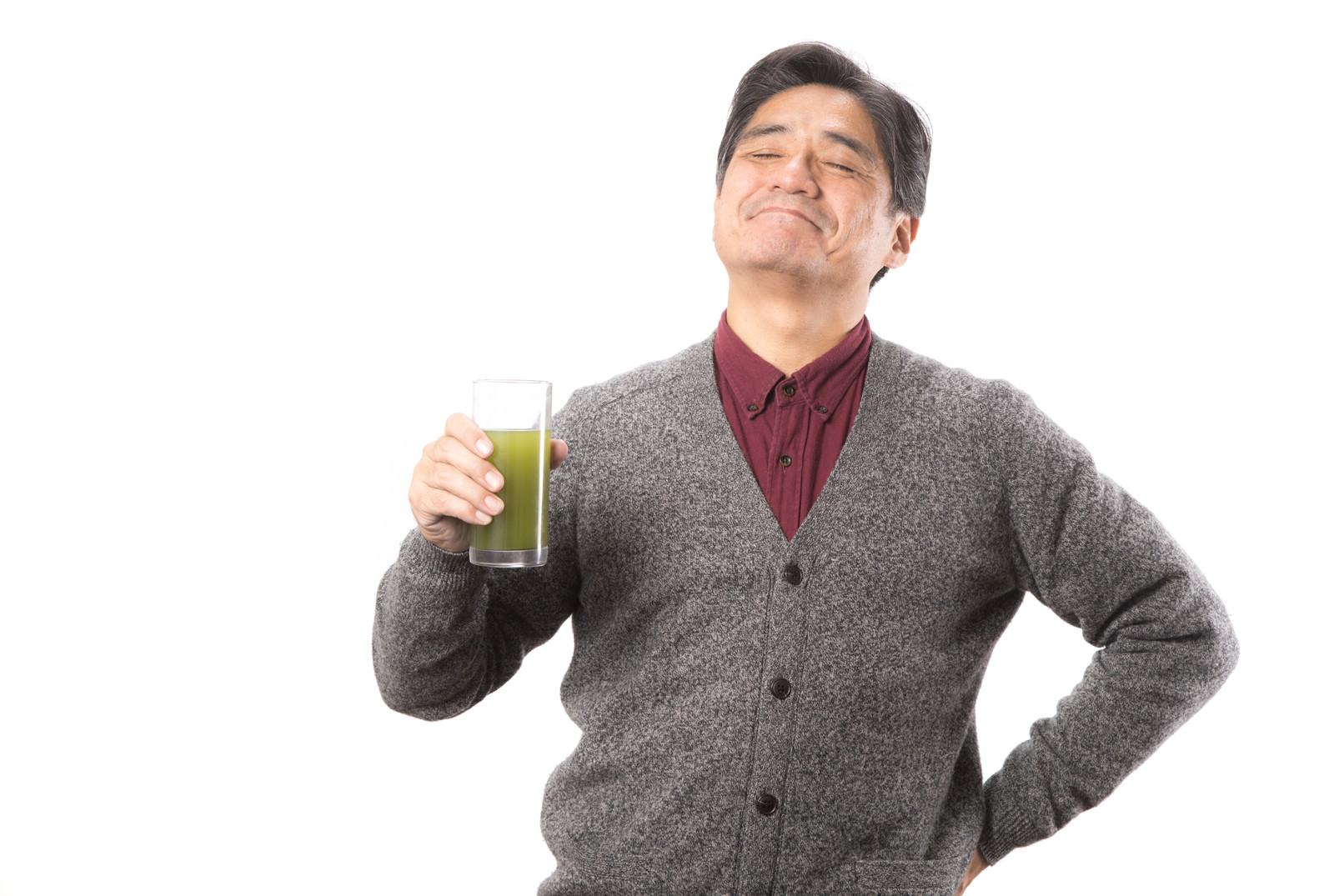 「アッーーー!青汁がうまいアッーーー!青汁がうまい」[モデル:よたか]のフリー写真素材を拡大