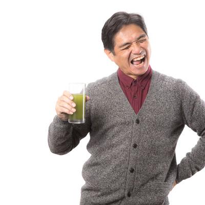 まずいけど癖になる青汁の味!(中年男性)の写真