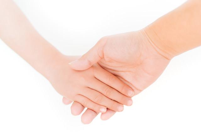 「親と子の手」のフリー写真素材