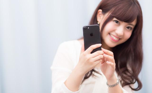 黒いスマートフォンは大人っぽい?の写真