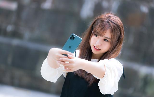 iPhone 11 Pro で自撮り女子の写真
