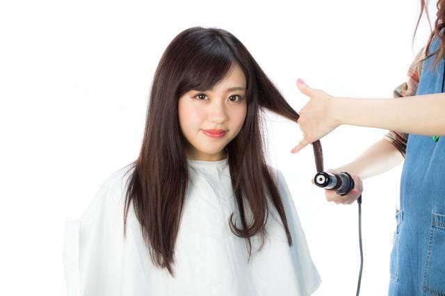髪の毛先を巻くの写真