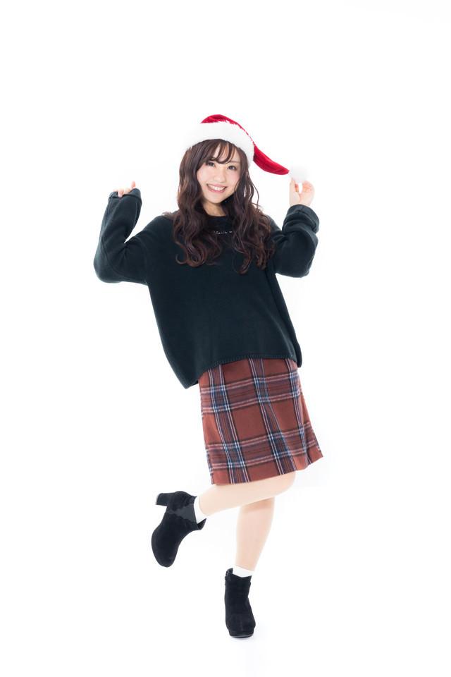 サンタ帽をかぶったIT企業勤務のキラキラ女子の写真