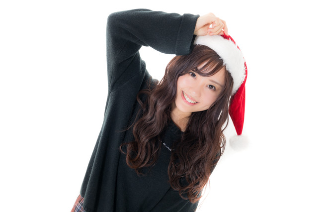 社内のクリスマスパーティに出席するキラキラ女子の写真