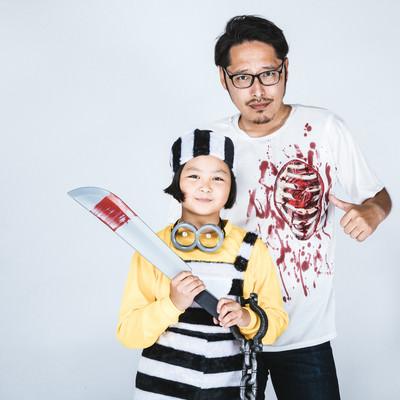 「ハロウィン仮装する親子」の写真素材