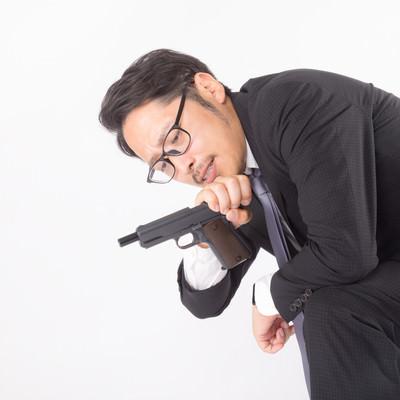 「弾詰まりと時間を一度にチェックする殺し屋」の写真素材