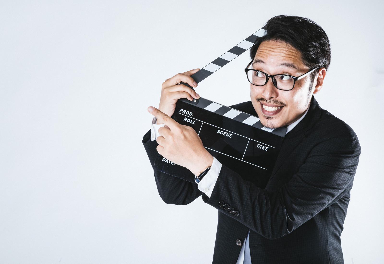 「わたしのオススメの映画はこちら!わたしのオススメの映画はこちら!」[モデル:ゆうせい]のフリー写真素材を拡大