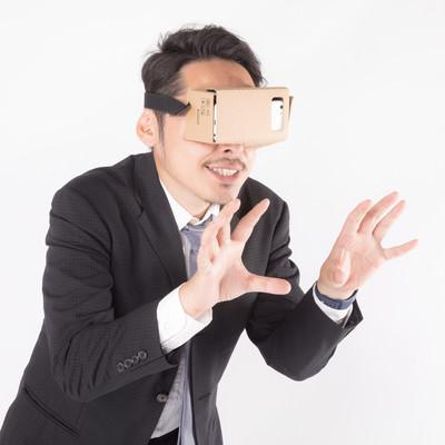 「仮想空間で何かを揉むビジネスマン」の写真素材