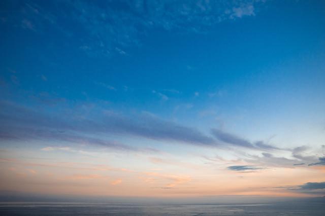 青空と夕焼けの写真