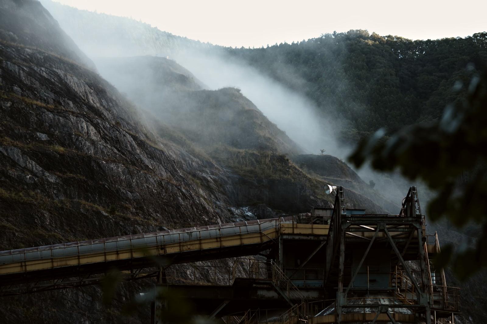 「霧の立ち込める工場」の写真