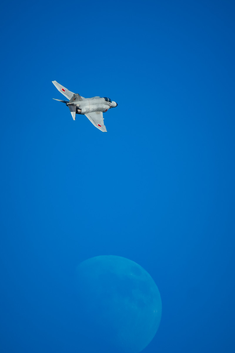 「月とF-4(戦闘機)」の写真