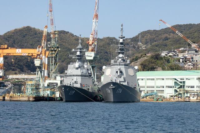 長崎港に停泊中の戦艦の写真