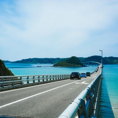 公園のたもとから見た角島大橋の写真